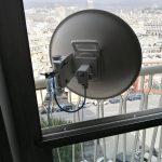 Antenna sul balcone nel quartiere di Carignano, a Genova – 8 marzo 2019 (foto 2 di 2)