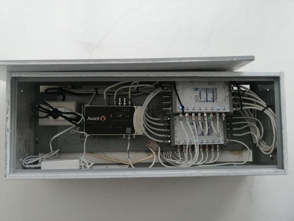 Appparato satellitare per impianto condominiale miscelato Digitale Terrestre e Satellite per tecnologia SKY Q